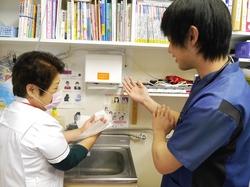 手洗い指導.JPG