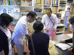 院生による手洗いチェック.JPG